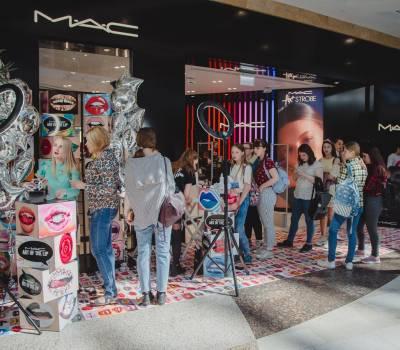Май 2018 Открытие магазина M.A.C.